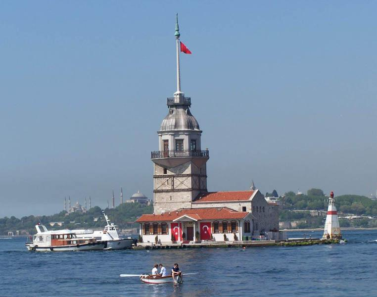 Maiden Tower dari bosphorus turki