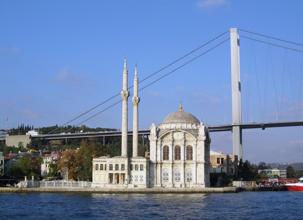 Masjid Ortakoy dari bosphorus turki