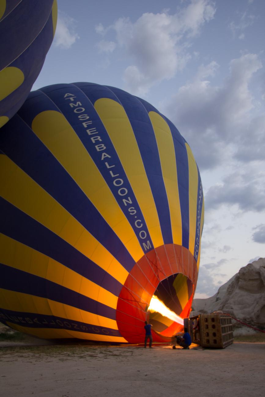 Persiapan penerbangan balon udara cappadocia Turki