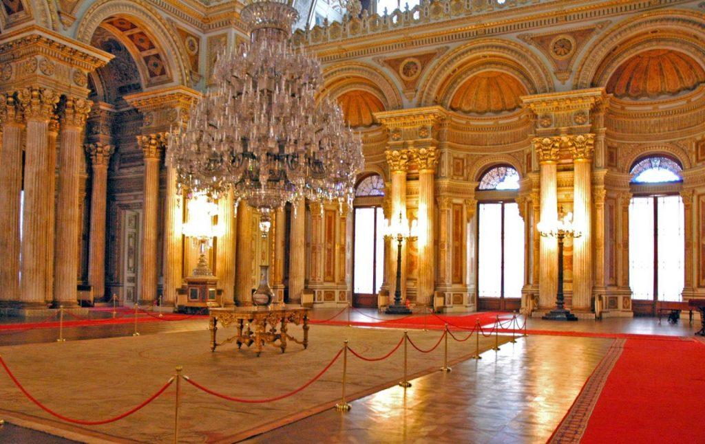 dalam ruangan Istana Dolmabahce
