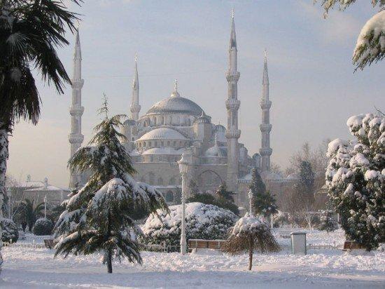 musim dingin di istanbul turki