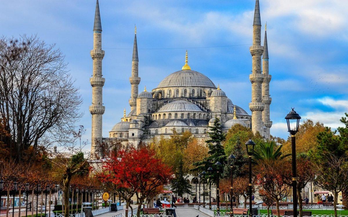 musim gugur di istanbul turki