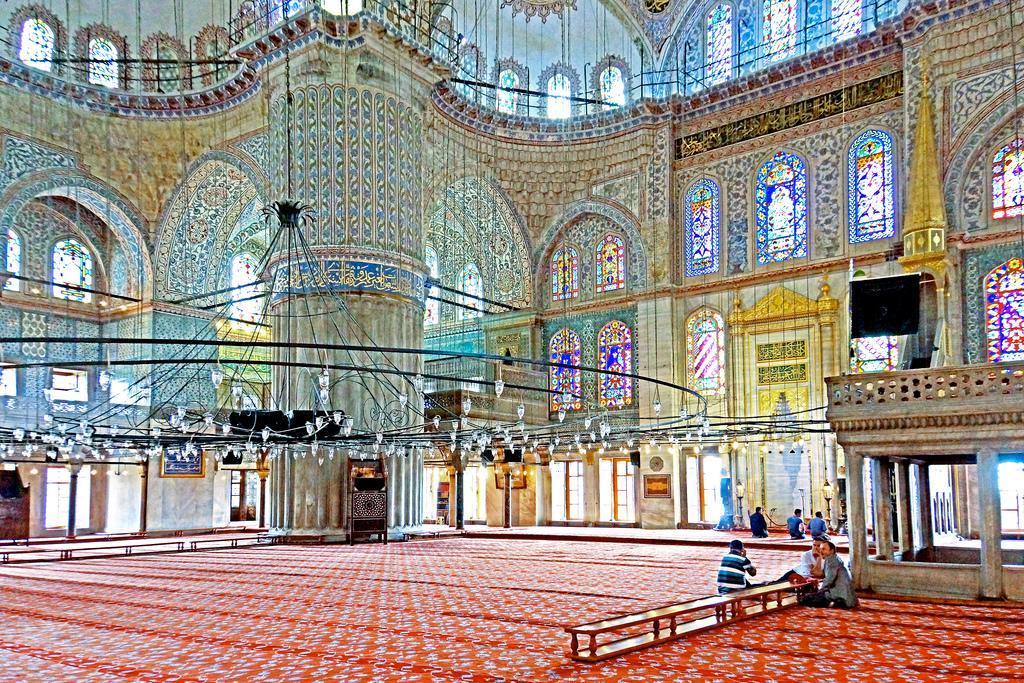 Interior Masjid Biru Sutan Ahmed Istanbul Turki