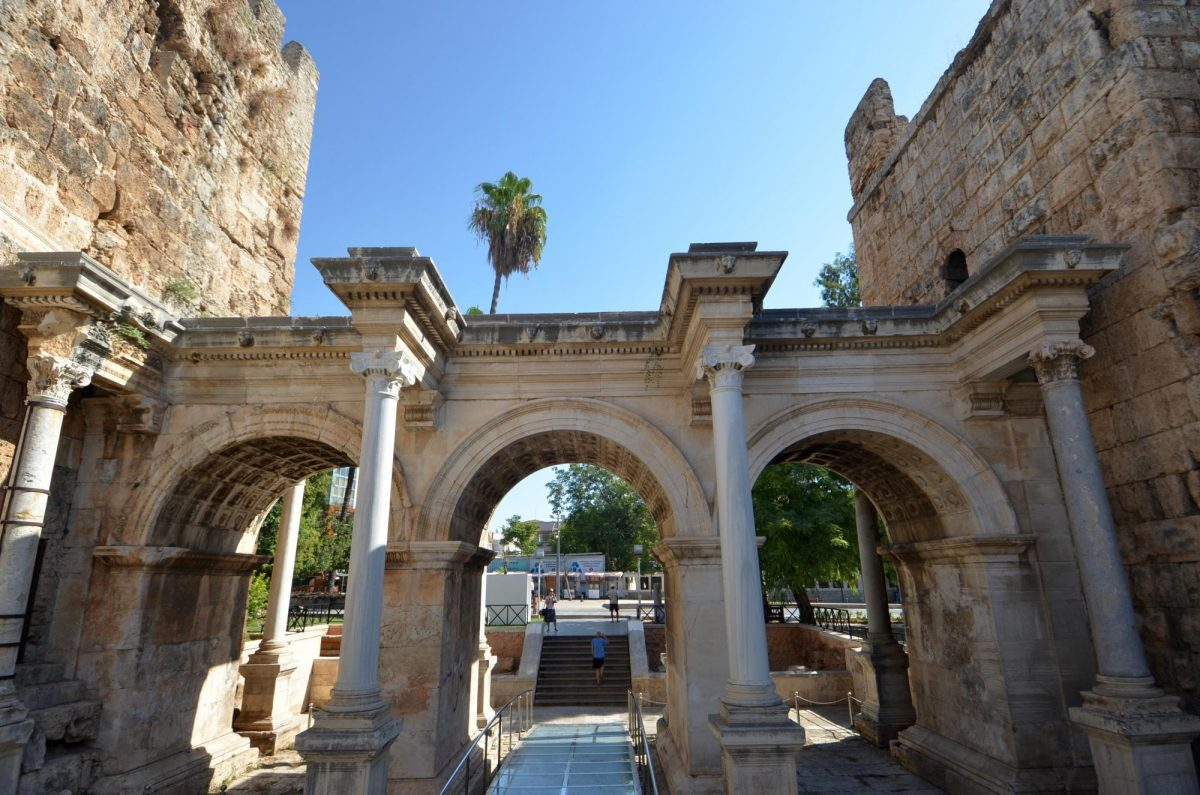 Roman Gate Hadrian Gate Antalya Turki