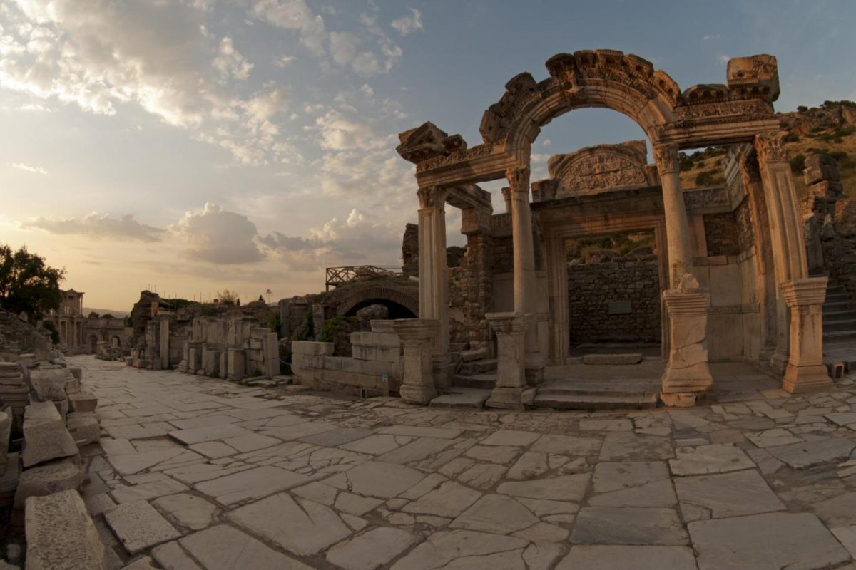 Kuil Hadrian / Temple of Hadrian