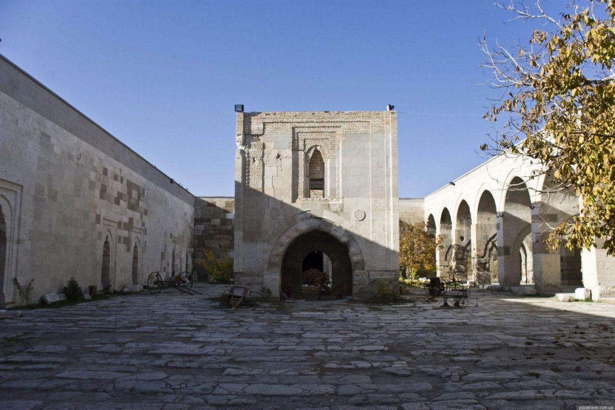 menara sultanhani caravanserai
