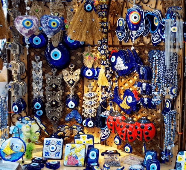 Oleh-oleh Khas Turki di Grand Bazaar Istanbul - Nazar Boncugu