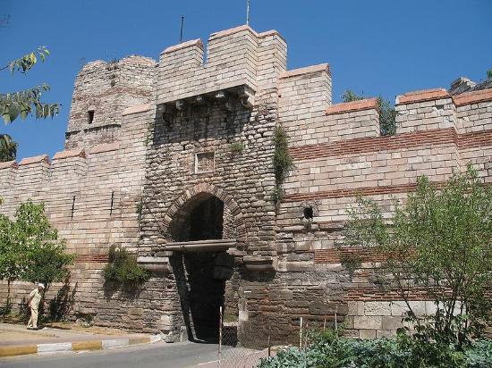 Tembok atau Benteng Konstantinopel