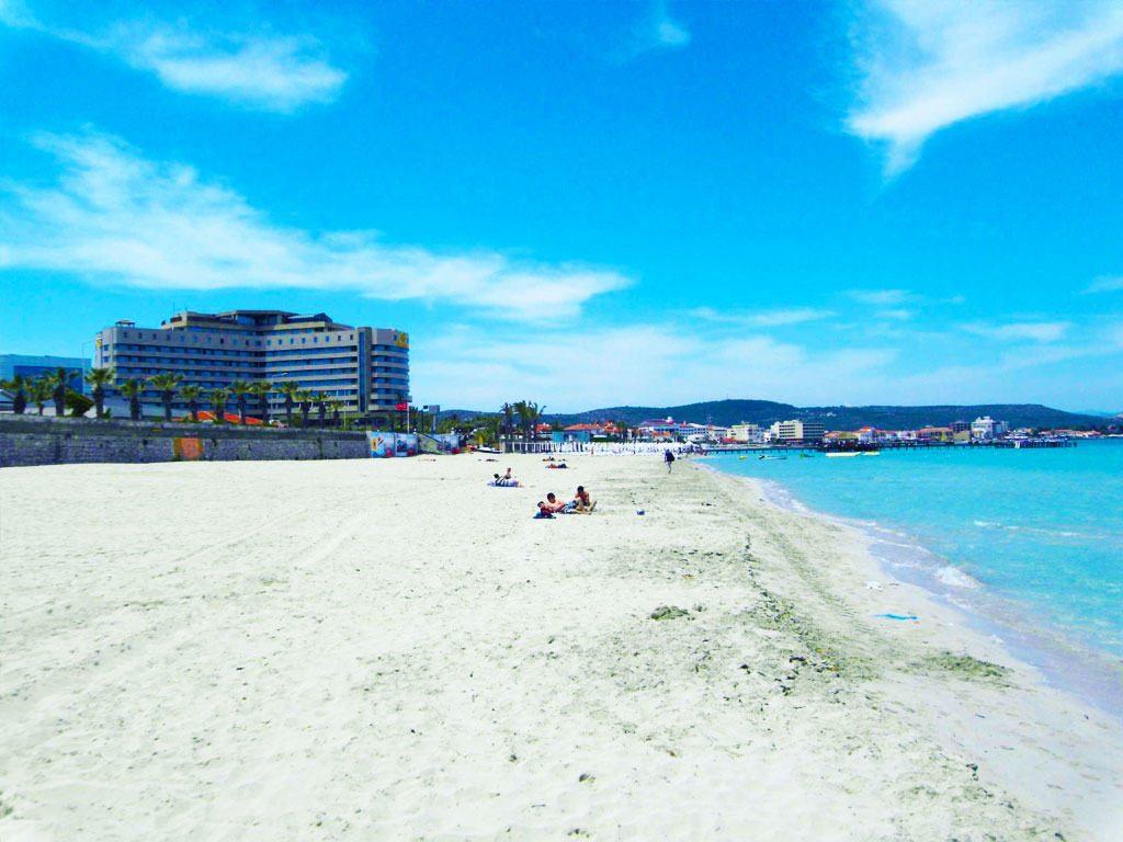Pantai yang Memanjakan