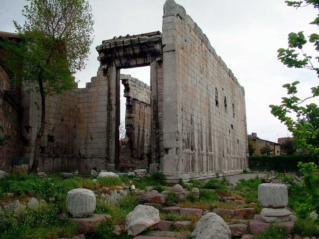 The Temple of Augustus and Rome