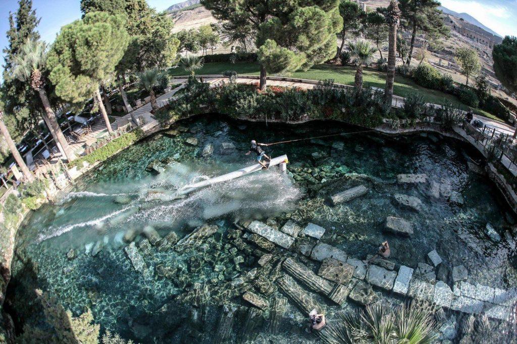 Berenang di Cleopatra Pool