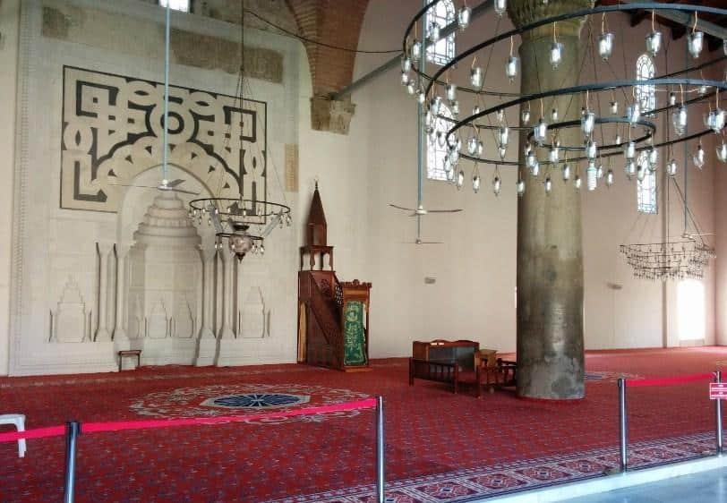 Arsitektur Indah Masjid Isa Bey 1