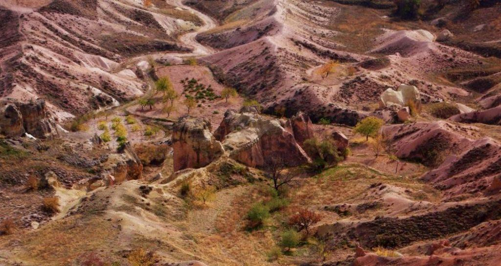 Mendaki Lembah Pigeon Di Cappadocia