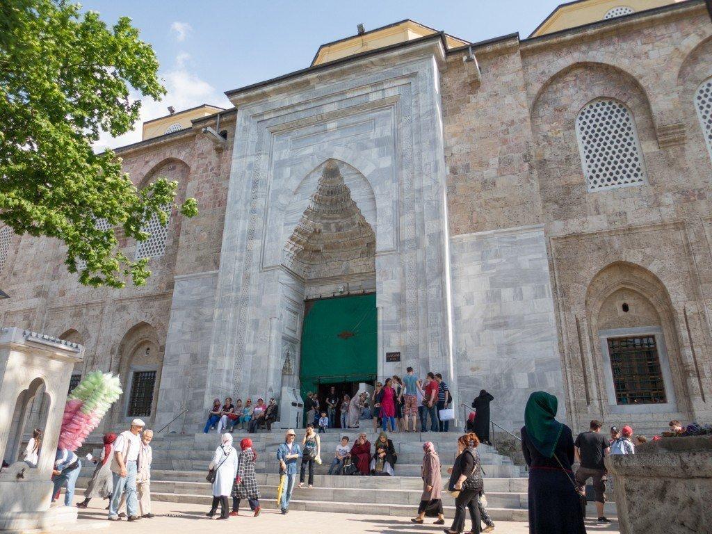 Pintu Masuk ke Ulu Camii di Bursa