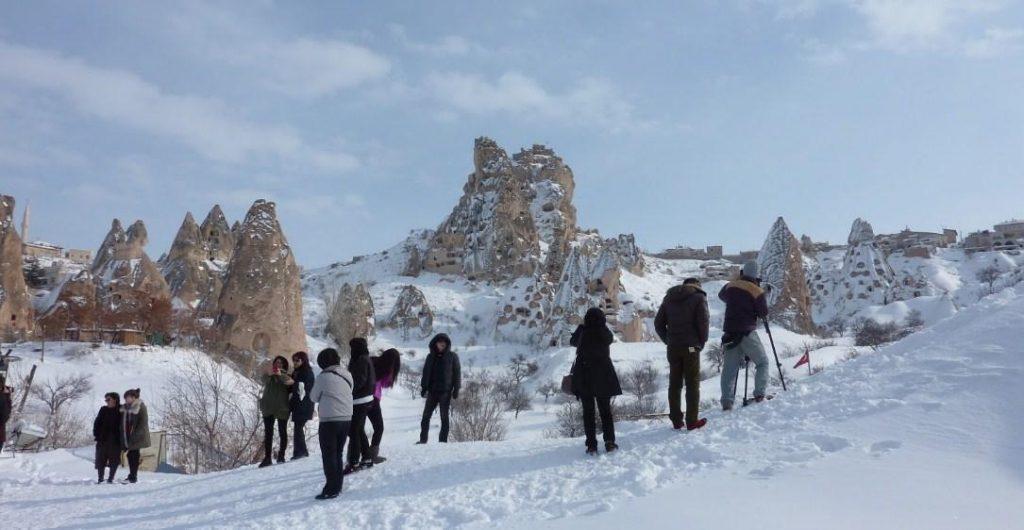 Uchisar Castle Saat Musim Salju