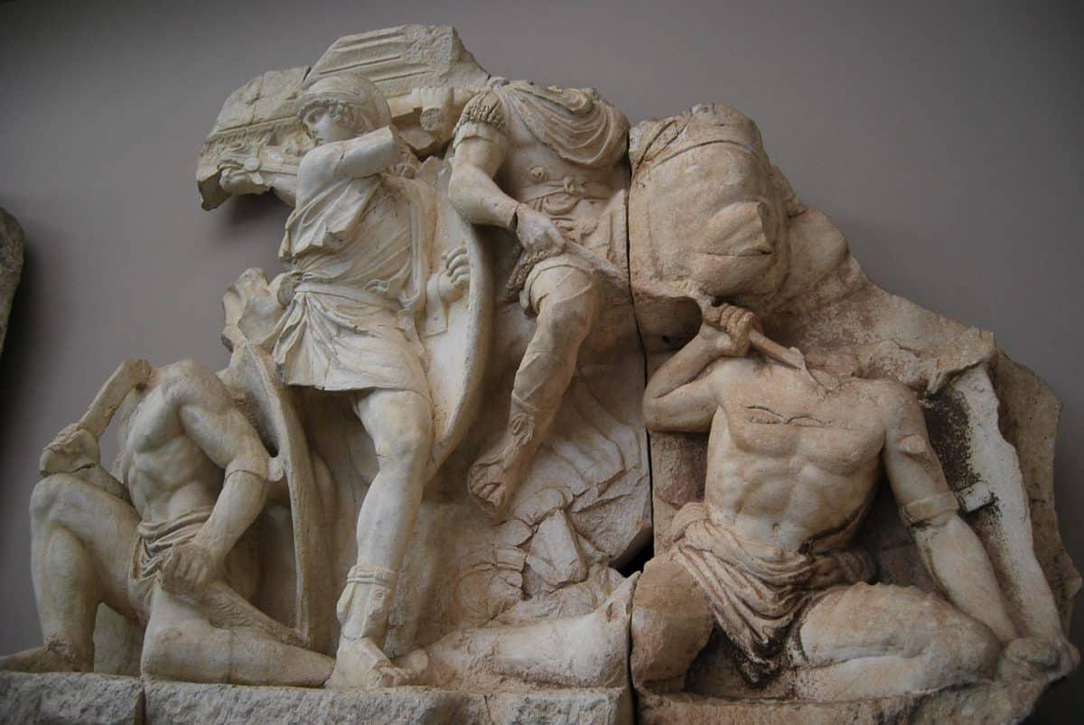 Beberapa Bagian dari Monumen Parthia, di Museum Ephesus di Selçuk