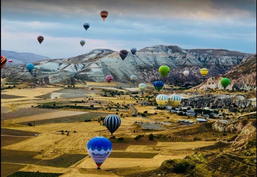 Menikmati Dervent Valley Dengan Balon Udara