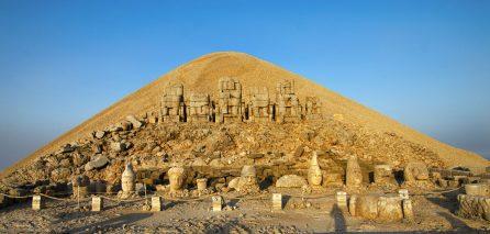 Gunung Nemrut, Tempat Wisata Paling Ikonik di Turki