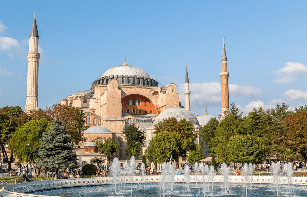 Hagia Shopia Kembali Menjadi Masjid, Masyarakat Turki Sambut Azan Pertama