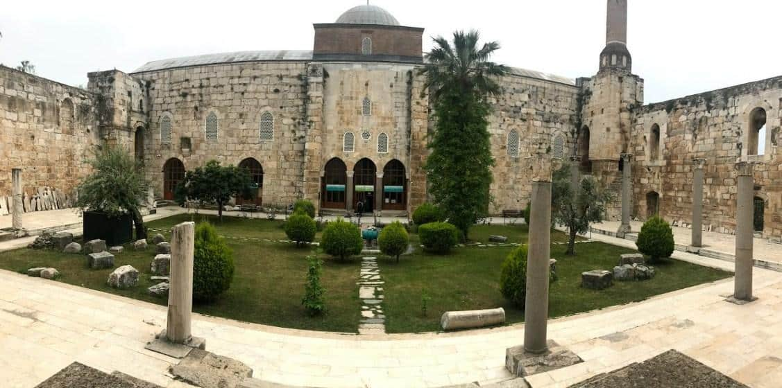 Arsitektur Indah Masjid Isa Bey