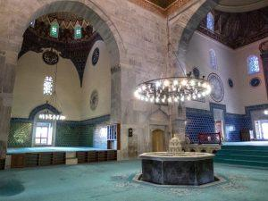Di Dalam Masjid Hijau