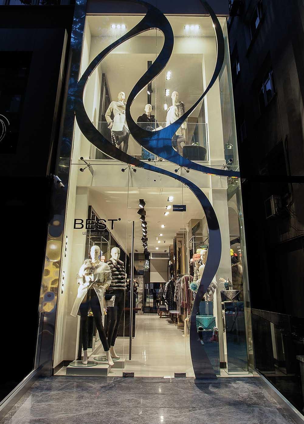 Belanja Sekaligus Lihat Fashion Show di Outlet Kulit Turki